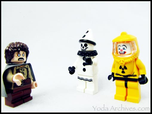LEGO Lord of the rings Lego minifigures sad clown, Hazmat guy, Frodo experiences Coulrophobia