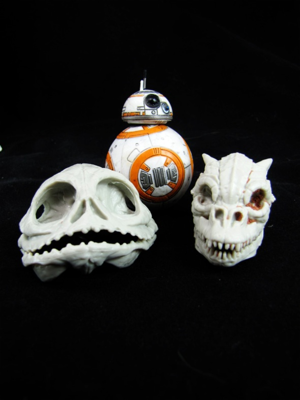 Hutt and Trandashan Skulls shown here with Black Series BB-8 for size reference.